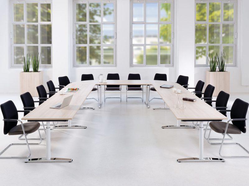 Konferenz und Meeting Tischanordung U-Form