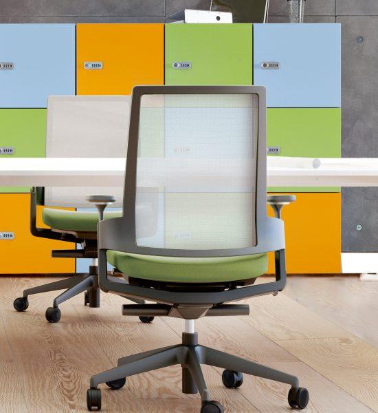 Bürodrehstuhl LeonX 3.6 Milieu mit Lockerschrank